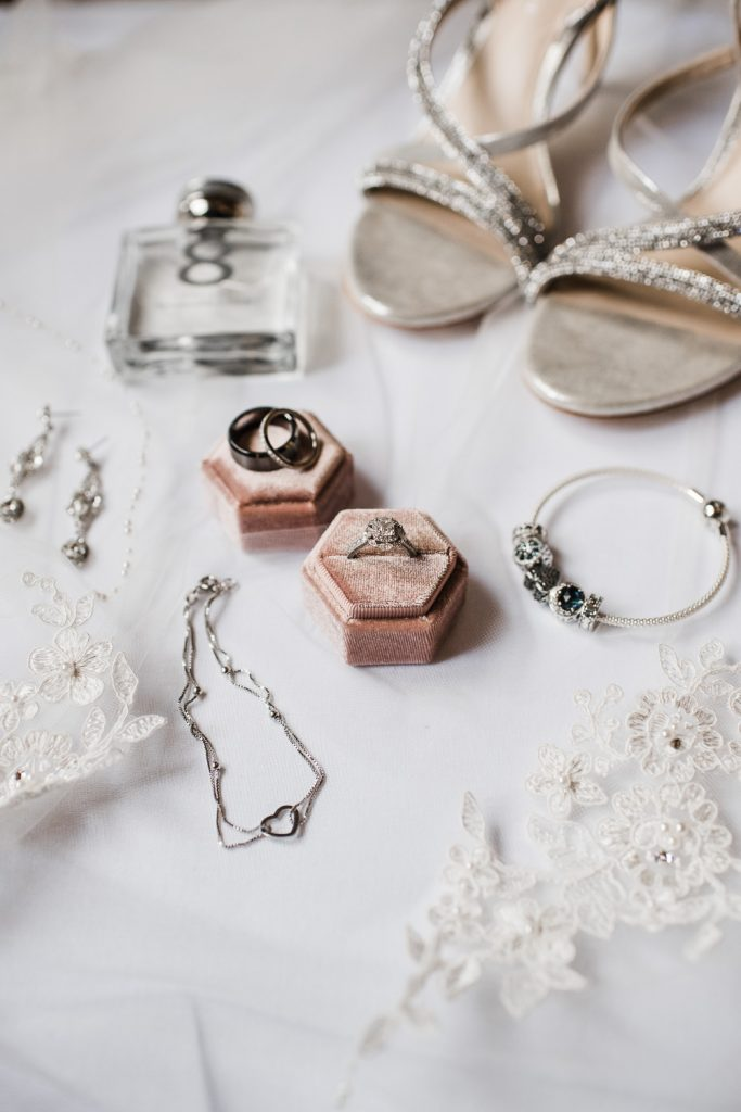 brides jewelry details